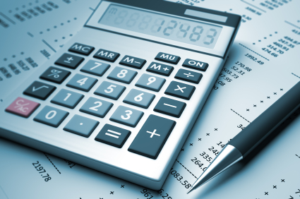 iStock_00015889548_425x282_Calculator_and_Pen_Catenarymedia